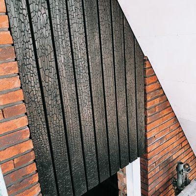 Burned Wood Shou Sugi Ban Accoya Rhombus open gevelbekleding exterieur combinatie rode baksteen